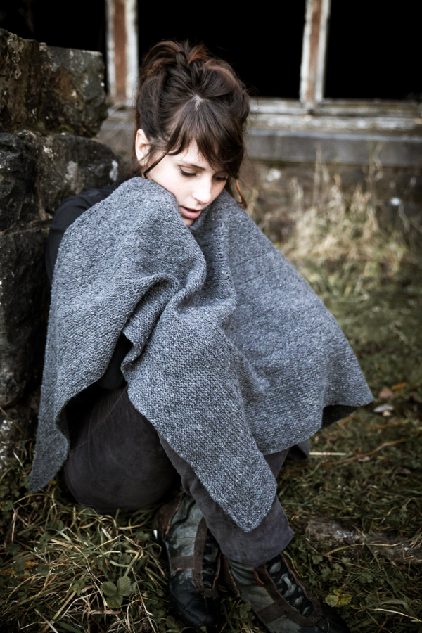 Z Shawl - An urban shawl for those surviving a zombies invasion